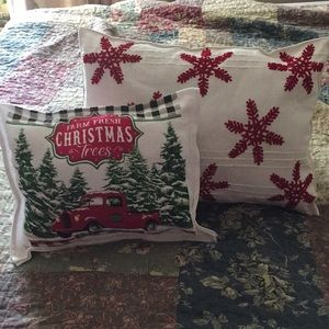 Set of two Christmas pillows